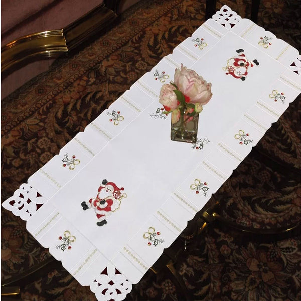 Walking-Santa-Table-Runner-Zoom