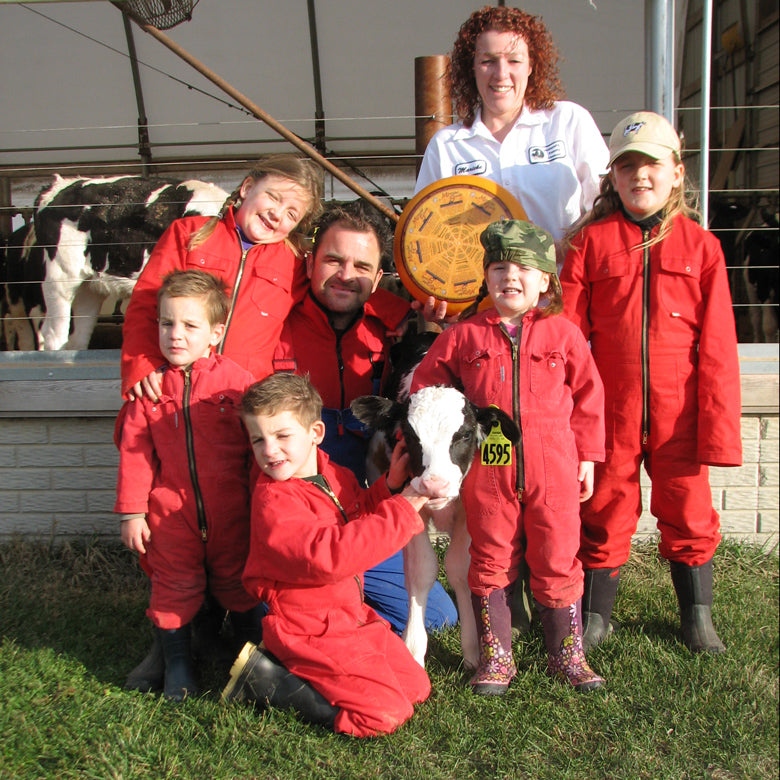 Family photo with kids at Hollands Family Cheese