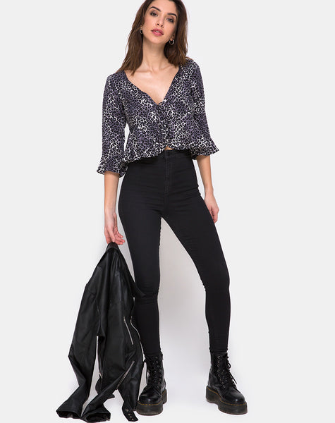 Vinequa Top in Rar Leopard Grey by Motel