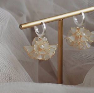 Blooming floral collar earrings
