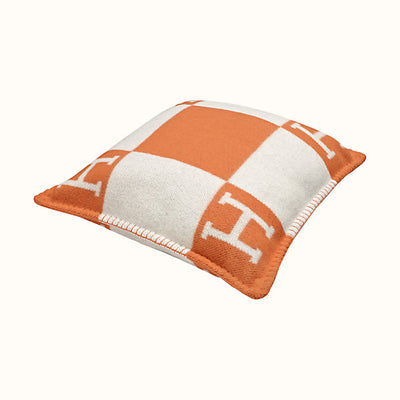 Hermes | Avalon III PM Signature H Pillow Ecru and Potiron - The-Collectory