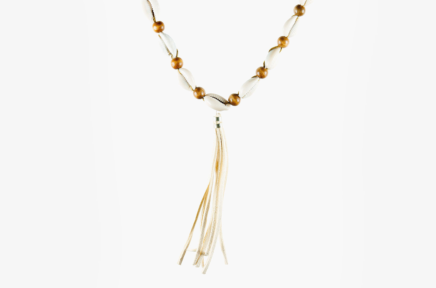 Shell, wood and tassel leather necklace