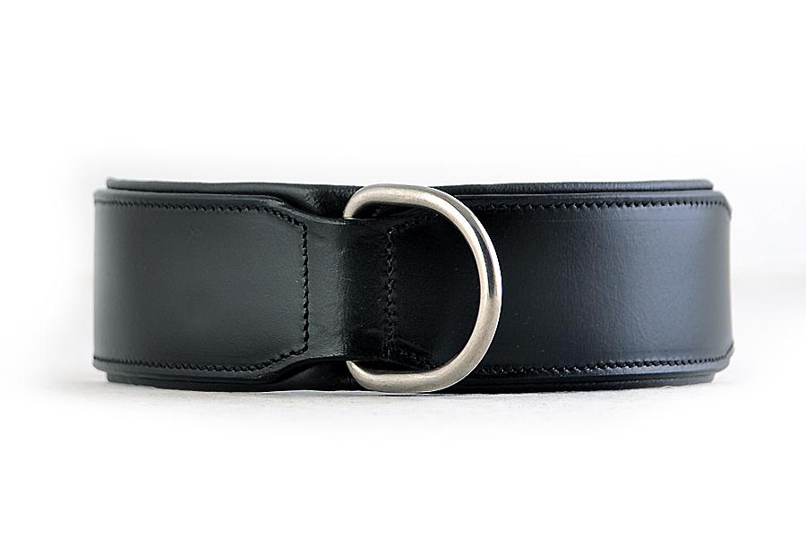 Front view of plain black handmade leather dog collar. Stainless steel fittings and double prongs for the buckle to ensure extra strength for big dogs. Our leather dog collars are super strong and come with 10 year Quality Guarantee.