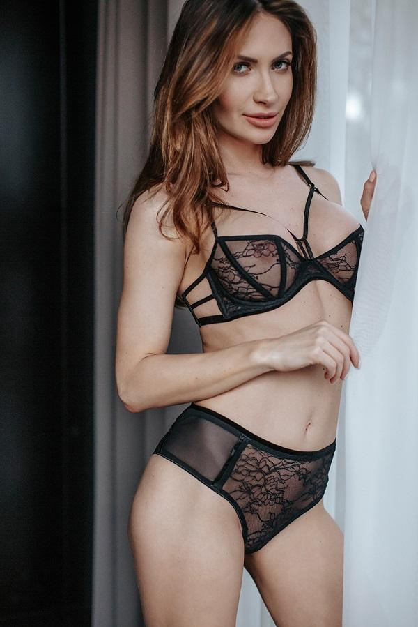 Balconette bra and lace brief