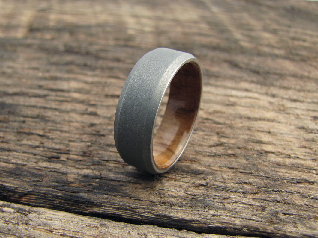 Men/'s titanium and bentwood ring 00525/_8N very durable and hypoallergenic. Unique polished finishing wedding band Water resistant