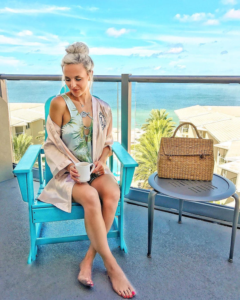 Summer breeze chill out with straw doctor bag