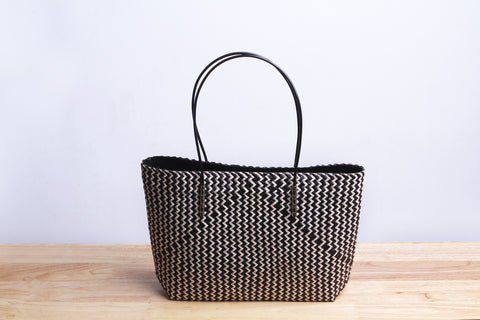 Varni - Black Seagrass Bag