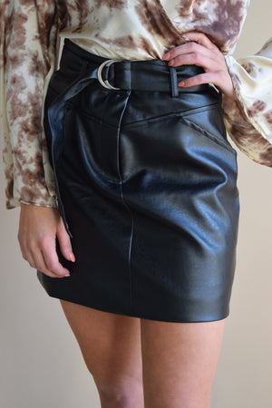 In charge pleather skirt