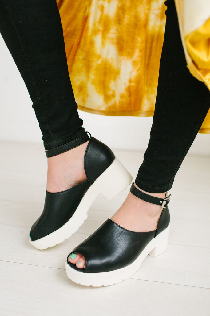 Let me Take a Selfie Platform Shoe | 2 Colors!