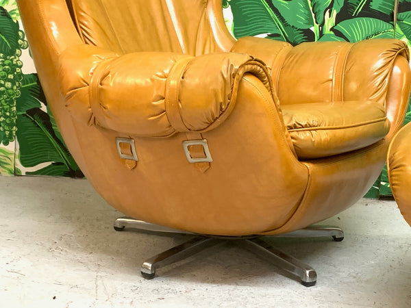 Scoop Lounge Chair and Ottoman by Carter close up