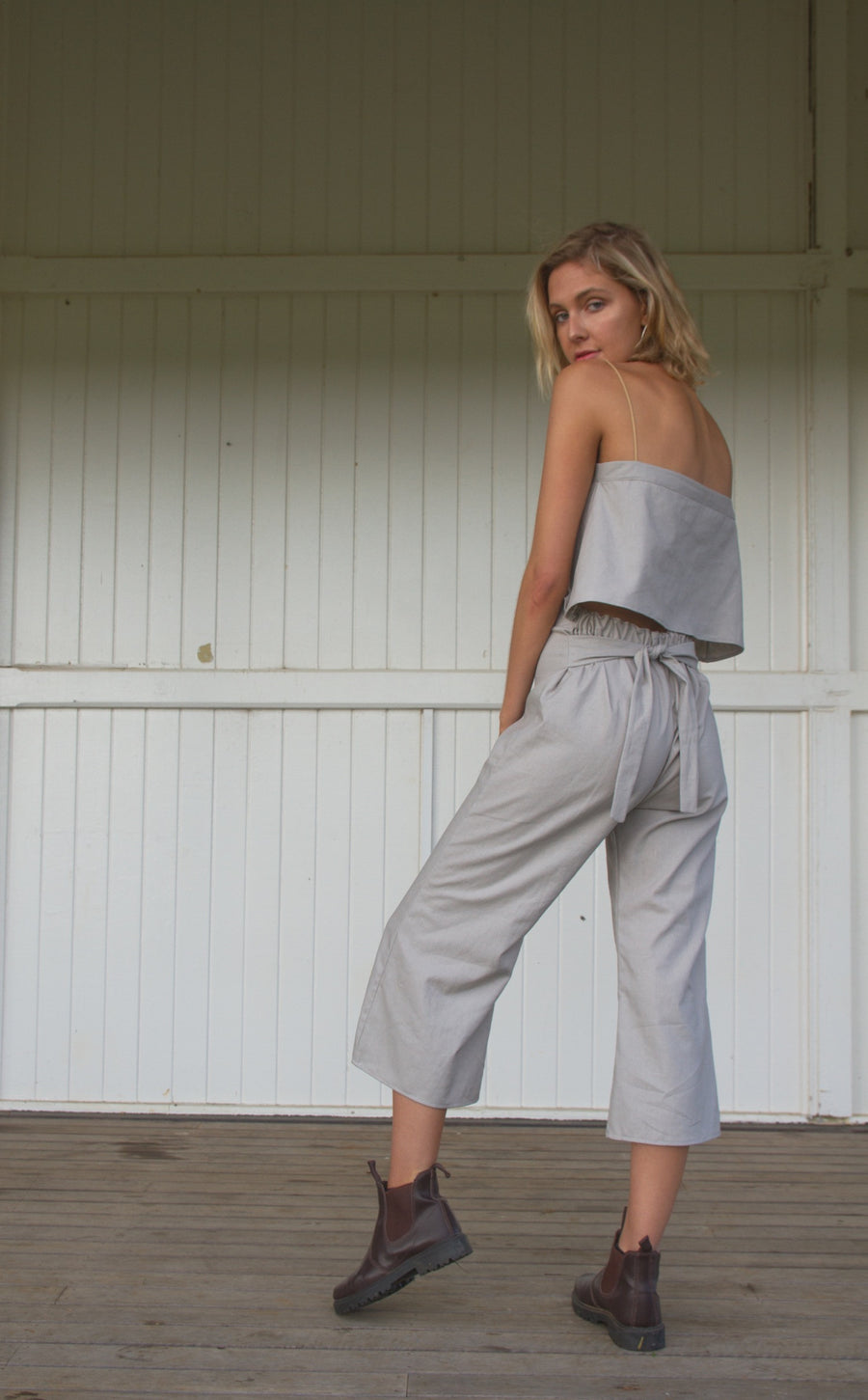 IVY CROP PANT - GREY
