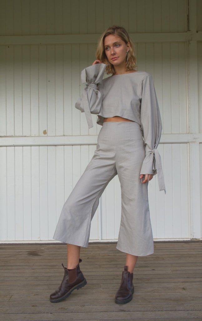 CHLOE CROP BLOUSE IN GREY