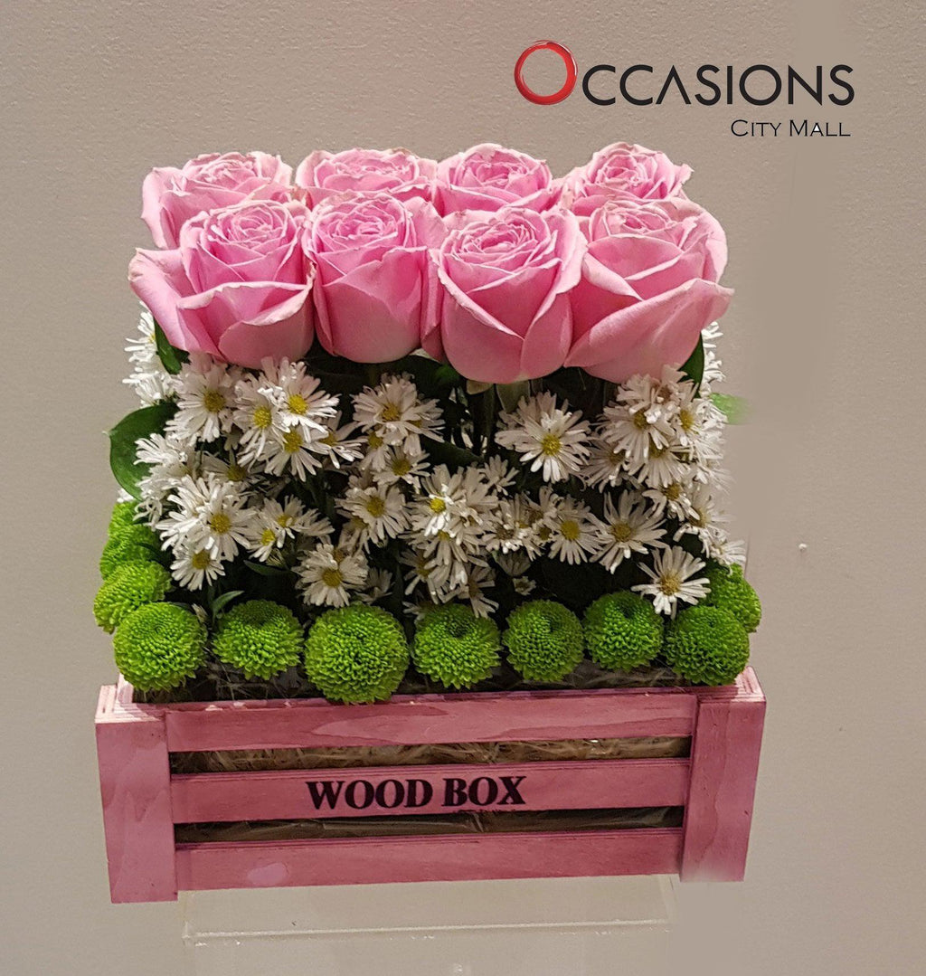 Pink Roses in pink Wood box Flowerssend_delivery_Amman_Jordan