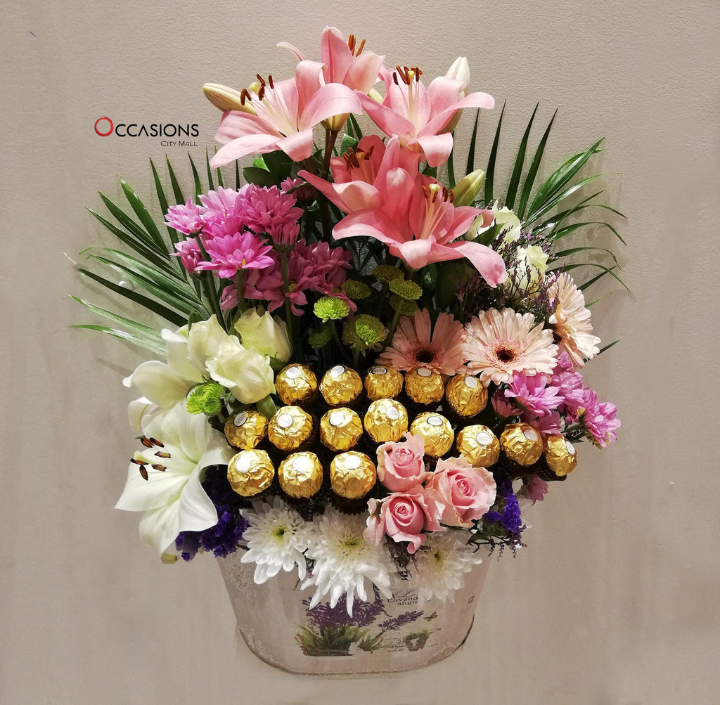 Flowers and Ferrero in White Box - 2 Flowerssend_delivery_Amman_Jordan