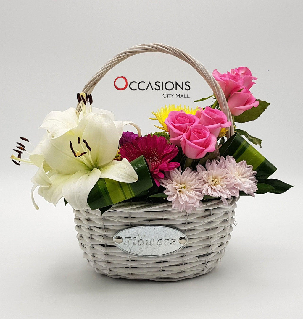 White Basket Arrangement - 2 Flowerssend_delivery_Amman_Jordan
