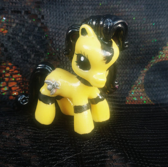 Bee'atrice the bumble bee Queen mini pony