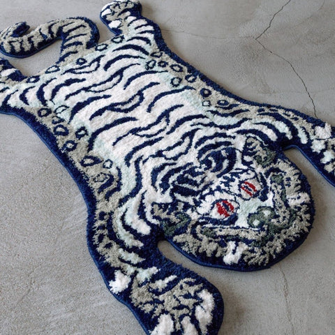 RAW EMOTIONS Tibetian Tiger Rug White Navy