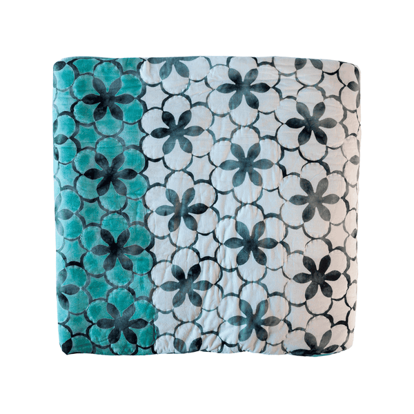 Double sided quilt Turquoise/White Flower