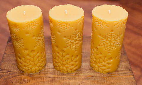 One Beeswax Snowflake Cylinder Candle (14.94 cm x 6.98 cm)