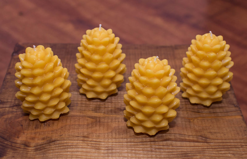 1 Solid Beeswax Pine Cone candle (9 cm x 7 cm)