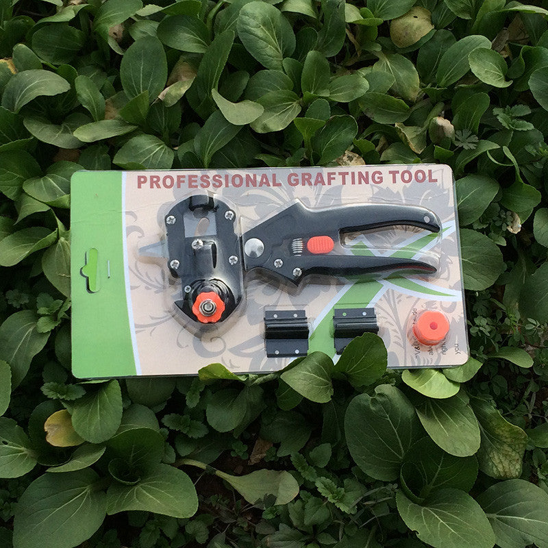 Grafting Garden Tool With Two Blades