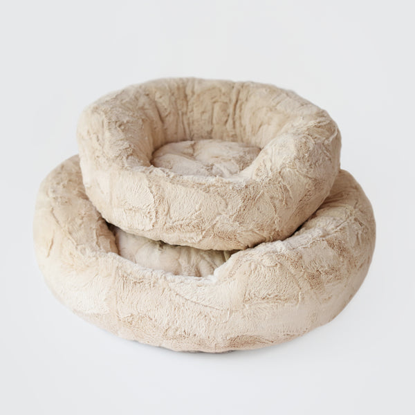 amour, bed, hello, doggie, dog, cat, pet, puppy, kitty, round, soft, cuddly, cuddle, luxury, luxury dog bed, dog bed, teacup, warm, plush, handcrafted, handmade, usa, dreamy, dream, comfort,