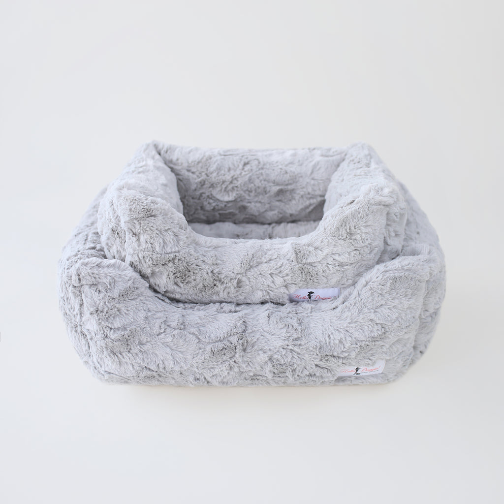 Bella Dog Bed: Silver