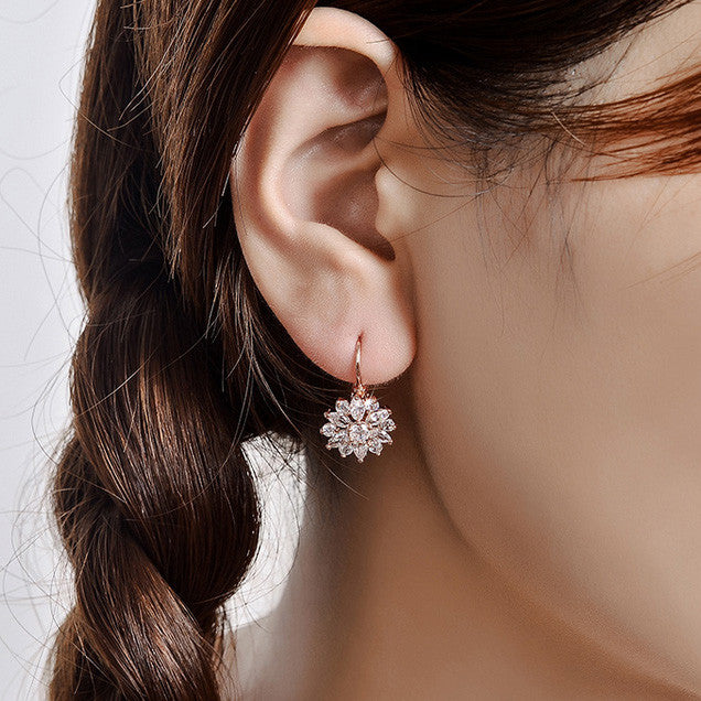 SPARKLING FLOWER CUFF EARRINGS