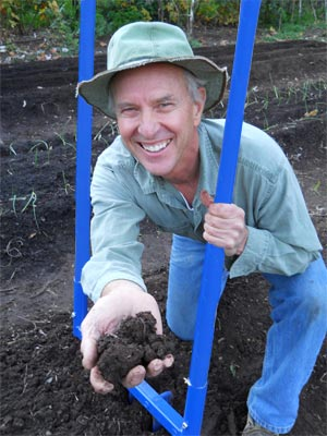 David Grau and the Valley Oak Broadfork save earthworms