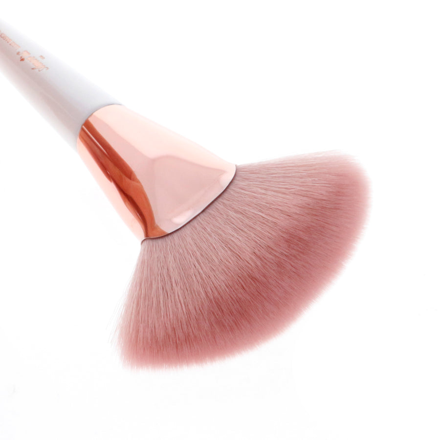 Amorus USA Luxe Basics Brozer and Highlighter Brush #209 Amor us highlight strobing highlighting bronzing vegan cruelty free synthetic makeup brush