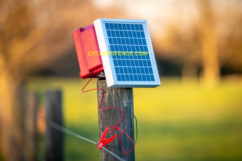 Cyclops solar fence charger