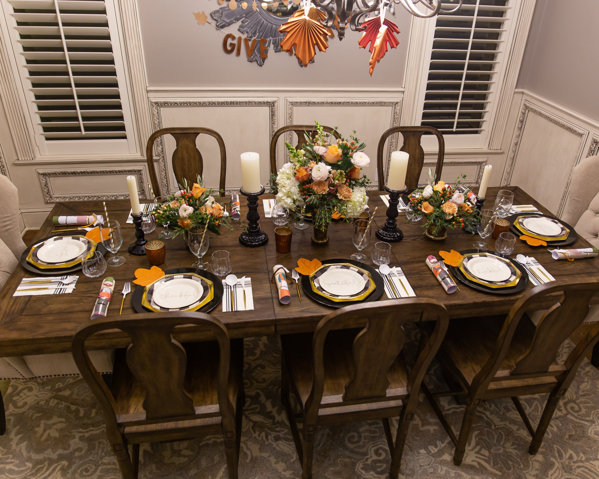 Friendsgiving dinner table setting