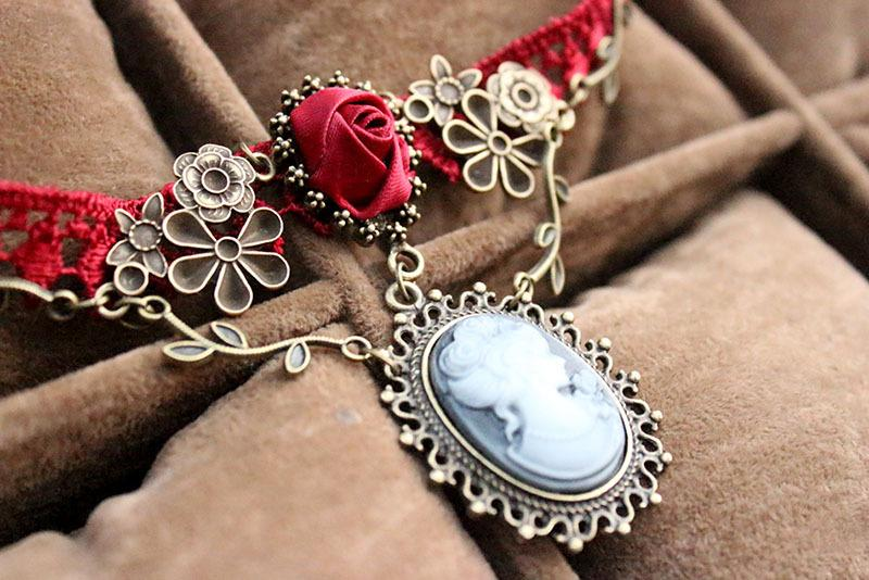 Old Rose Choker