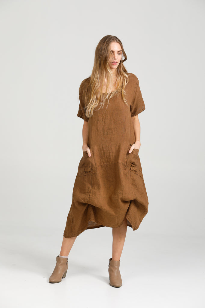 Primavera linen dress. Tobacco