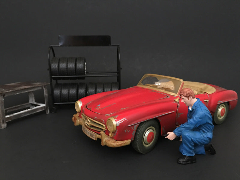 Mechanic Tony Inflating Tire Figure For 1:24 Scale Models by American Diorama - BeTovi&co