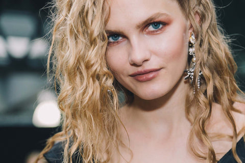 Topshop Unique SS17 Beauty Look Trends Curly Hair Bronze Eyes