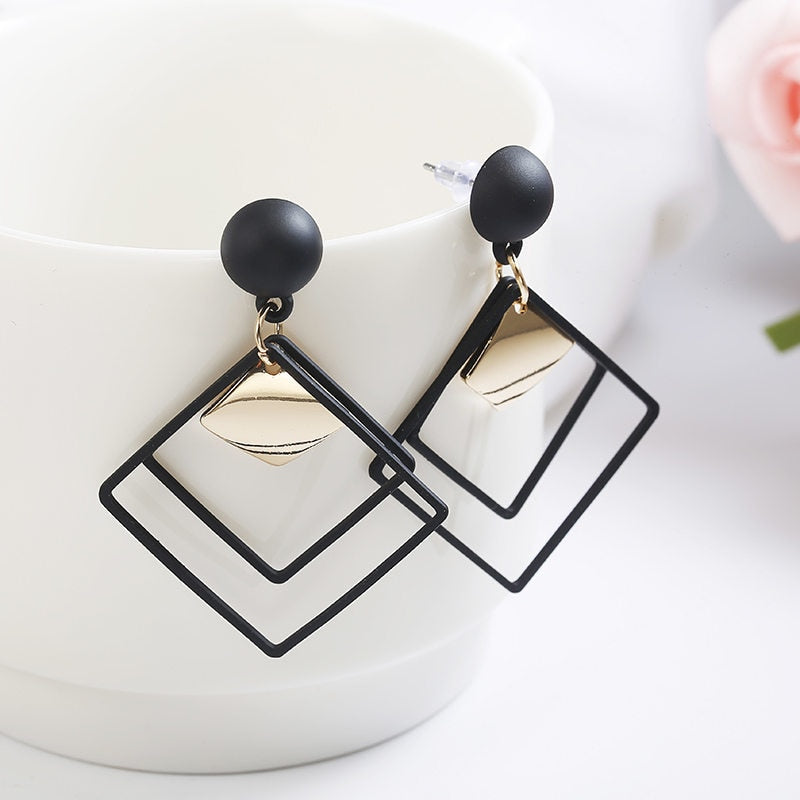 Retro women's fashion statement earring