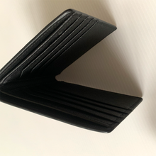 TEXTURED LEATHER WALLET WITH RFID PROTECTION