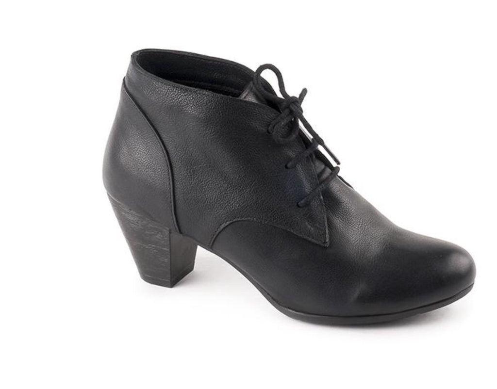 Bueno Sally Boot Soft Leather in Midnight $159