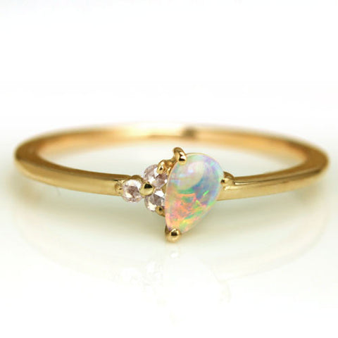 Opal ring in 18k gold with diamonds -Du prism-
