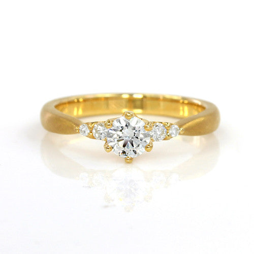 Engagement Ring in 18k Gold -Side Stone-