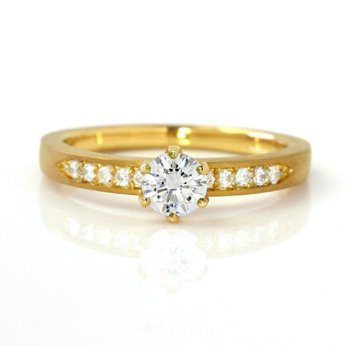 Engagement Ring in 18k Gold -Eternity-