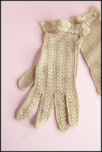 Vintage 1940s Ecru Crotchet Lace Gloves