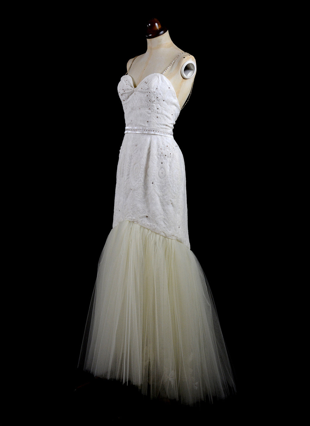 Fortuna - Ivory Lace Gown
