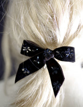Bow - Velvet Black Daisy Bow