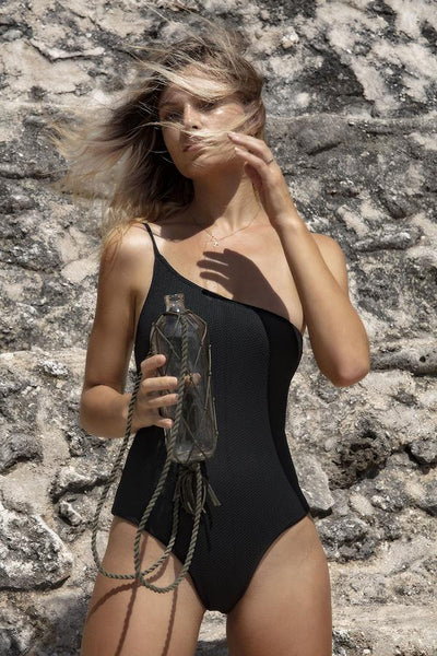 Sentosa One Piece / Black Honeycomb