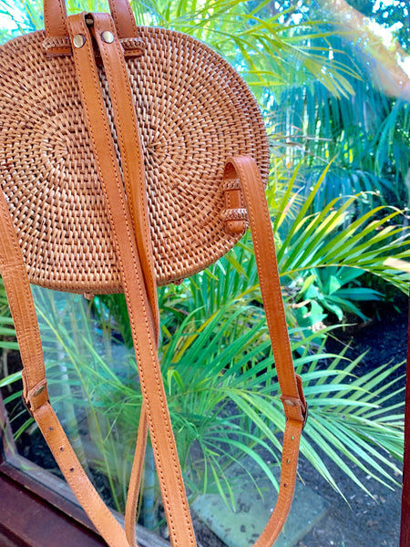 Ubud Oval Rattan Backpack / Tan