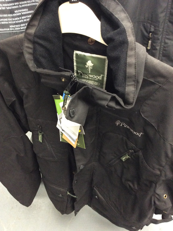 Pinewood medium jacket zip in system