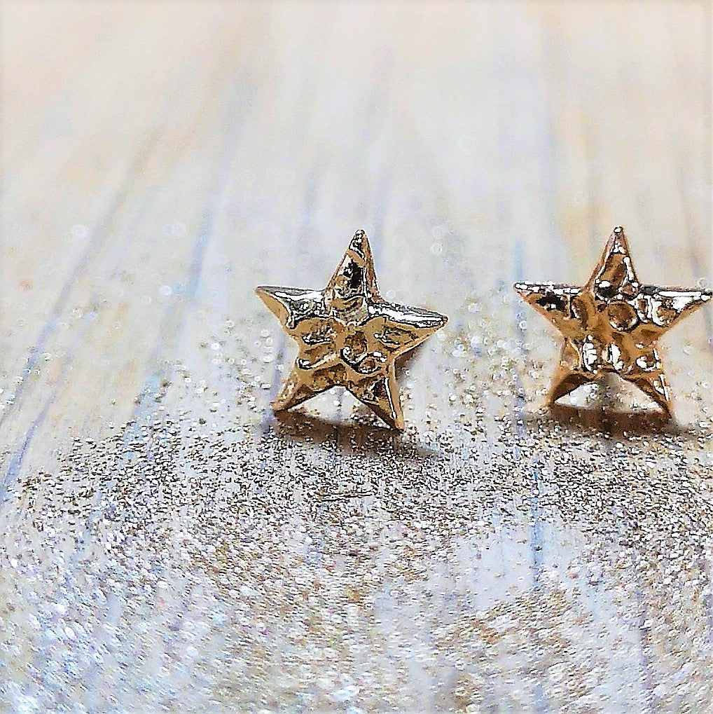 Polished gold star earrings