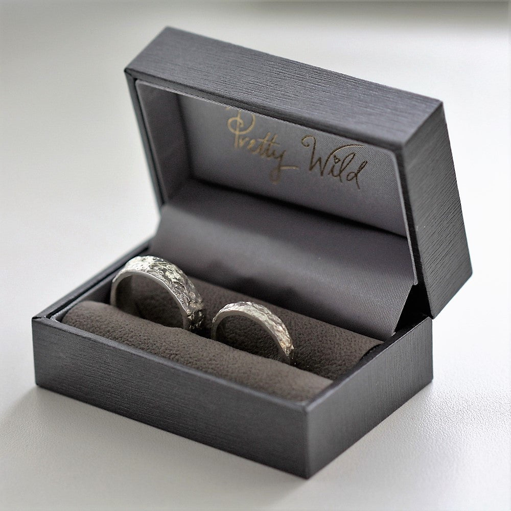 Gorgeous textured Silver treasure island wide ring bands
